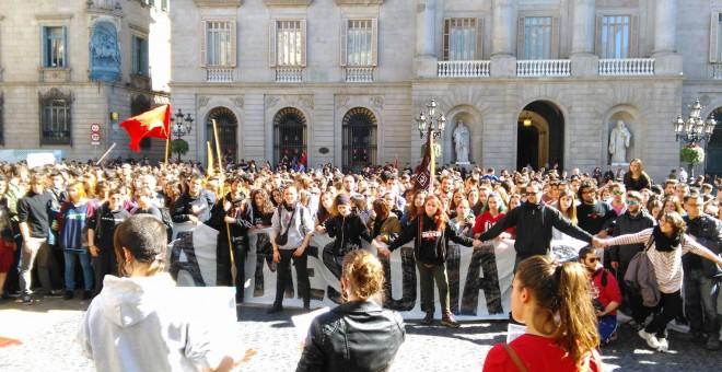 Unos 3.000 estudiantes de las universidades catalanas se han manifestado esta mañana en Barcelona para pedir la derogación de la reforma 3+2
