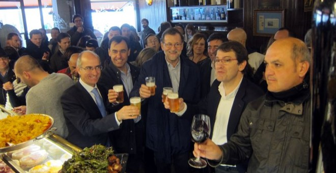 Mariano Rajoy, de tapas en Salamanca. EUROPA PRESS
