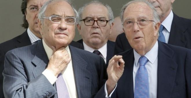Martín Villa (primera fila a la izquierda), junto los exministros Pío Cabanillas, Eduardo Serra y Marcelino Oreja. EFE / Juan Carlos Cárdenas