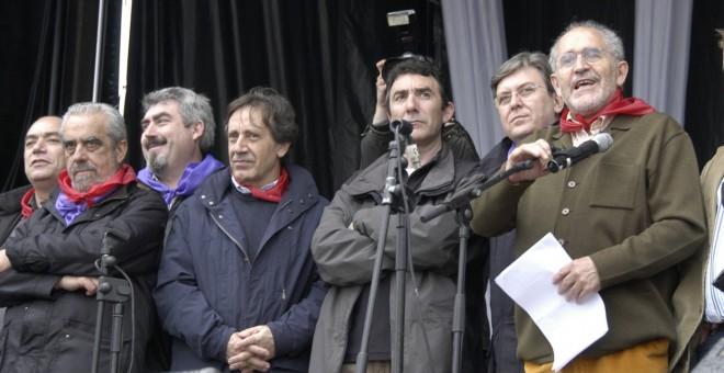 Demetrio Madrid, primero por la derecha, en Villalar de los Comuneros.