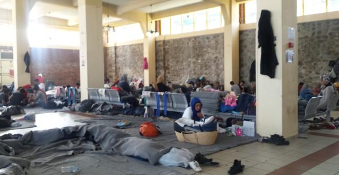 Puerto de El Pireo, en Atenas, donde se concentra el mayor número de refugiados de Siria, Afganistán, Irán, Iraq y Eritrea, entre otras nacionalidades. /P.C.