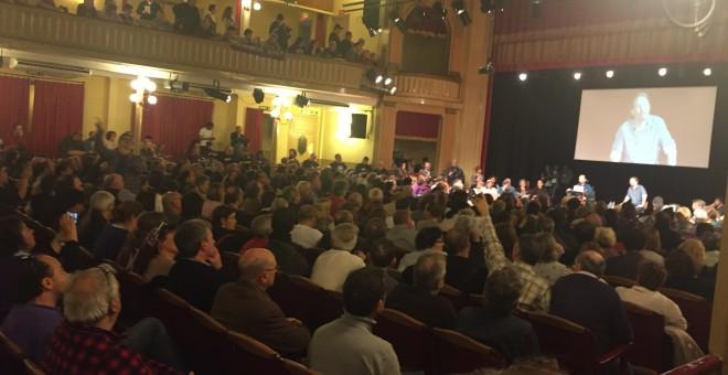 La sala en la que Iglesias y Echenique han respondido a las preguntas de los círculos este sábado, en Barcelona. PÚBLICO