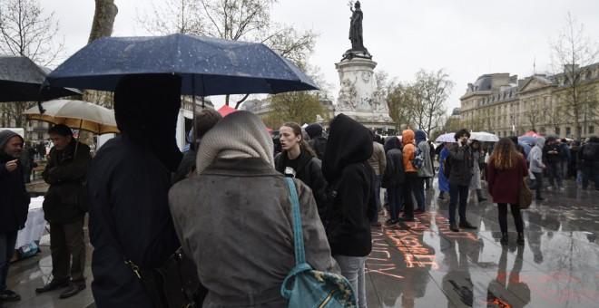 Nueva concentración del movimiento Nuit Debout, en la Plaza de la Repúbilca de París. AFP / DOMINIQUE FAGET