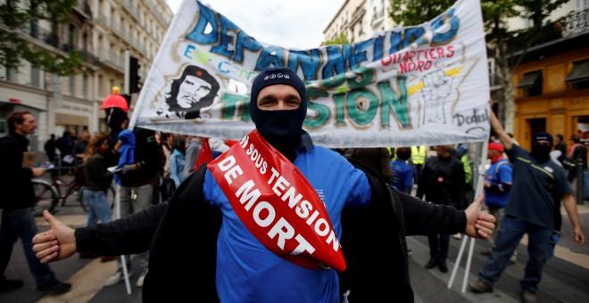 Imagen de la manifestación en Marsella contra la reforma laboral propuesta por el Gobierno de Hollande. REUTERS/Jean-Paul Pelissier