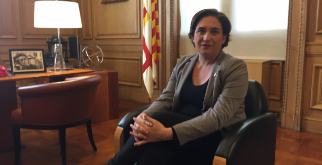 Ada Colau, alcaldesa de Barcelona, en un momento de su entrevista con 'Público'.