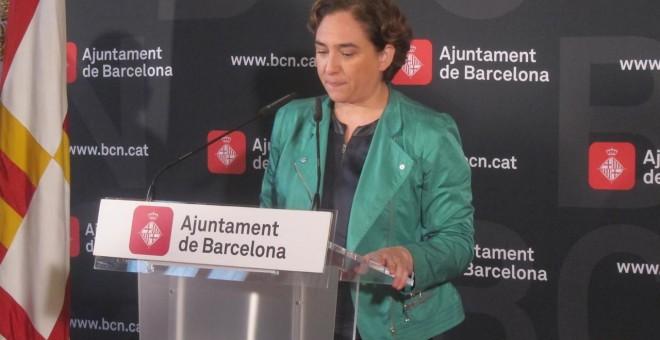 La alcaldesa de Barcelona, Ada Colau, en rueda de prensa. E.P.