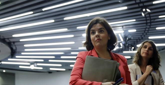 La vicepresidenta del Gobierno en funciones, Soraya Sáenz de Santamaría, tras la rueda de prensa posterior a la reunión del Consejo de Ministros, hoy en La Moncloa. EFE/Mariscal