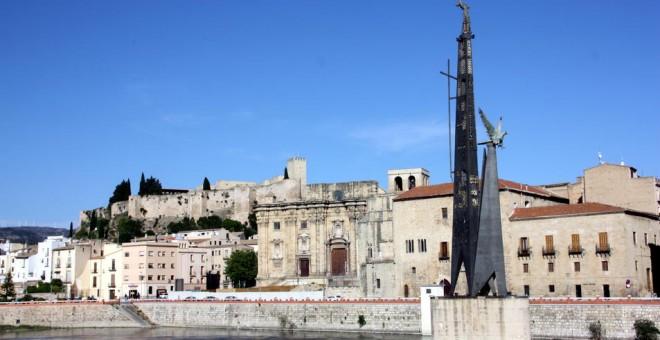 Monumento franquista en Tortosa, Tarragona.- EFE