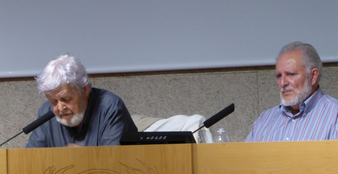 Xose Manuel Beiras y Julio Anguita, en la Facultad de Ciencias de Información de la Complutense. JV