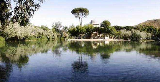 La zona suroeste de Zaragoza alberga un lago termal de dos hectáreas único en Europa cuya existencia se ve amenazada por las prospecciones de fracking. Termaspallares.com