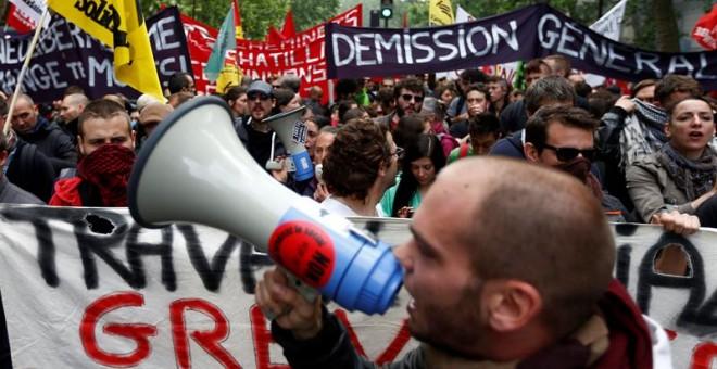 Una multitud protesta contra la reforma laboral en París. - EFE