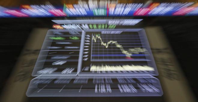 El panel de la Bolsa de Madrid que muestra la evolución del principal indicador del mercado, el Ibex 35. EFE/Fernando Alvarado