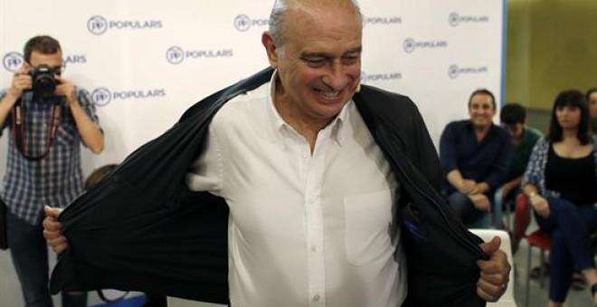 El candidato del PPC y ministro del Interior en funciones, Jorge Fernández Díaz, durante un acto con afiliados y simpatizantes celebrado en Badalona. EFE/Alejandro García