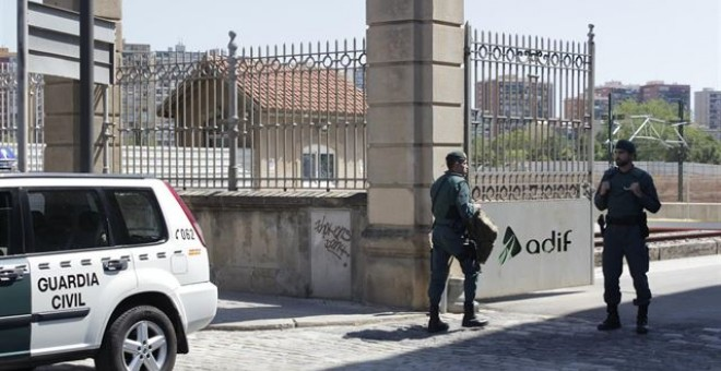 La Guardia Civil registra las sedes de Adif