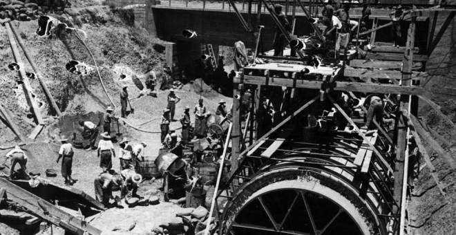 Nada más concluir la Guerra Civil, miles de republicanos fueron recluidos en campos de trabajo para realizar una obra de 180 km entre las provincias de Córdoba y Sevilla