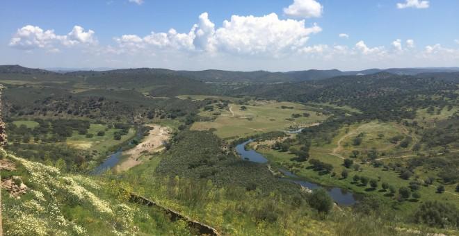 A la derecha de la foto, emplazamiento del campamento de Coitadinha, que se encuentra en la tuta de senderismo entre Oliva de la frontera y Barrancos.- GARCÍA LONGÁS