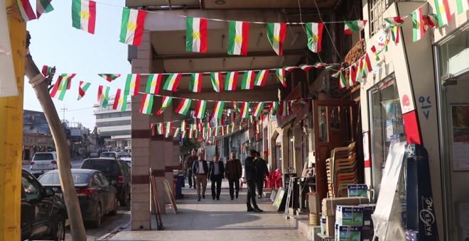 Banderas kurdas en Duhok. FERRAN BARBER