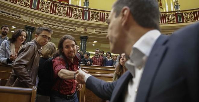 Los líderes de PSOE y Podemos, Pedro Sánchez y Pablo Iglesias, en el Congreso de los Diputados. REUTERS