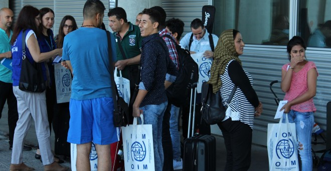 Los refugiados llegados a España este lunes, en el Aeropuerto de Barajas. Ministerio del Interior