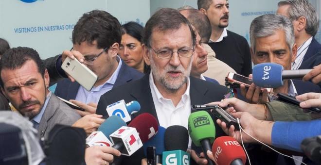 Rajoy atiende a los medios en la jornada de campaña en Lugo/EFE