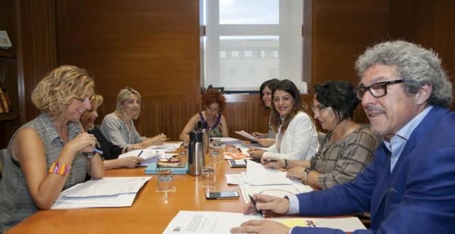 """La ponencia de las Cortes de Aragón que tramita el decreto de emergencia y la propuesta de """"mínimo vital"""" como un único proyecto de ley, coordinada por Gregorio Briz (Cha), comenzó sus trabajos en junio."""