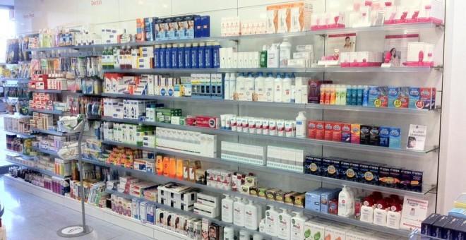 Lineal de droguería de un supermercado