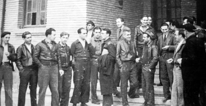 Imagen tomada a finales de 1936 en Caspe en la que puede verse a los consejeros José Ruiz Borau (UGT, Obras Públicas), Ángel Roig (IR, le relevaría en febrero de 1937, al pasar aquel a Hacienda), Luis Montoliu (CNT, Transportes y Comunicaciones), Paco Pon