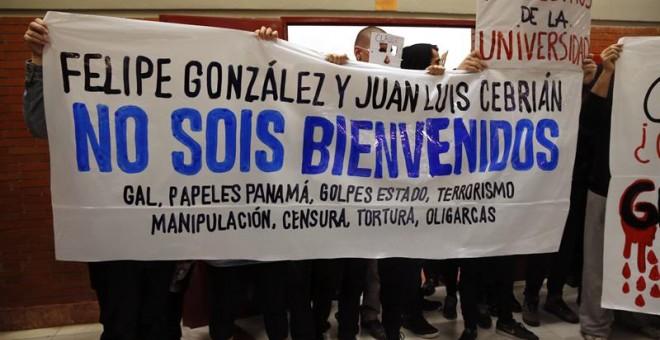 Estudiantes de la UAM protestan contra Felipe González / EFE