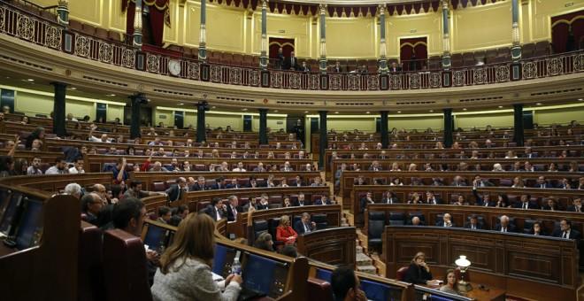 Vista general del hemiciclo del Congreso durante el pleno celebrado esta mañana. EFE/J. J. Guillén