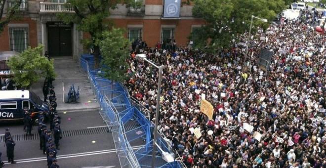 Gran número de personas en la Plaza de Neptuno durante del 25S (Paqui Gallego - EFE )