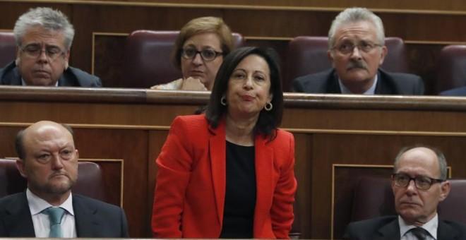 La diputada del PSOE Margarita Robles durante las votaciones del debate de investidura del líder del PP, Mariano Rajoy, esta tarde en la Cámara Baja. EFE/Javier Lizón