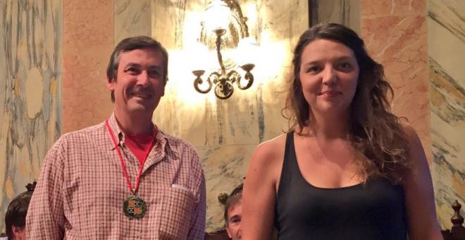 La alcaldesa de Berga, Montse Venturós, junto a Eloi Escútia, regidor de Educación y Medio Ambiente / @CUP BERGA