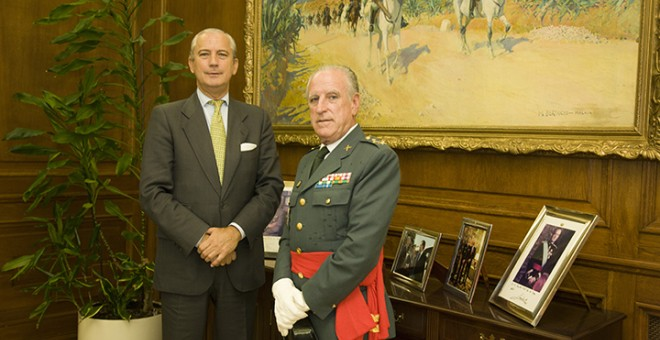 El teniente general José Luis Ulla y el director general de la Guardia Civil en la primera legislatura de Rajoy, Arsenio Fernández de Mesa. Foto: Guardia Civil