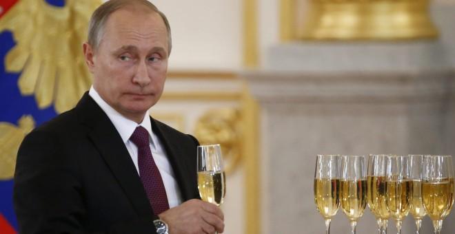 El presidente ruso, Vladímir Putin, asiste a una ceremonia de presentación de credenciales diplomáticas en el Kremlin, en Moscú. EFE/Sergei Karpukhin