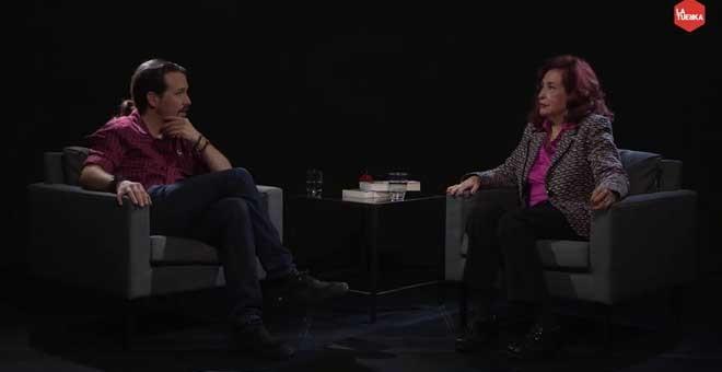 Pablo Iglesias entrevista a Lidia Falcón en 'Otra Vuelta de Tuerka'.