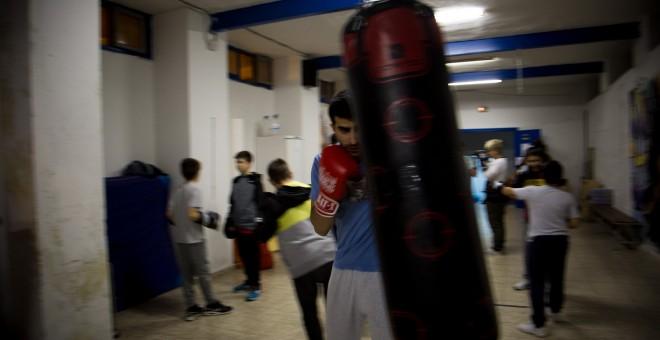 Los chavales en la escuela de boxeo de Hortaleza que coordina Julio RUBIO. REPORTAJE FOTOGRÁFICO: JAIRO VARGAS
