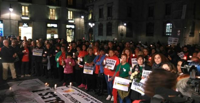 Entre los manifestantes se encontraban representantes de la Plataforma de Afectados por la Hipoteca (PAH), de la Alianza contra la Pobreza Energética (APE) y algunos dirigentes políticos / LS