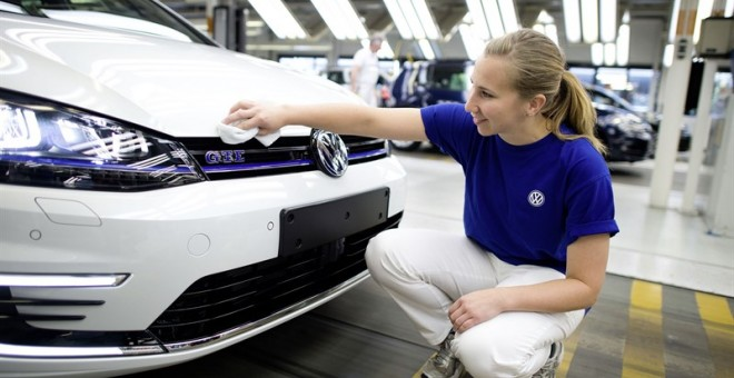 Volkswagen pacta con los sindicatos recortar la plantilla sin despidos. / Europa Press