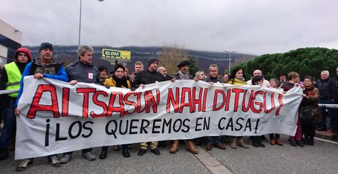 Manifestación de los familiares de los procesados por la trifulca con dos agentes de la Guardia Civil.