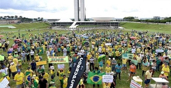 Cientos de personas se manifiestan en contra de la corrupción del Gobierno en Brasil