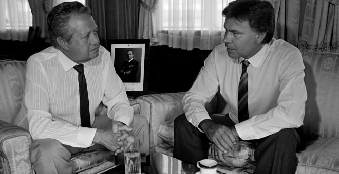 Imagen de archivo del expresidente Felipe González junto a Mario Soares, el 25 de julio de 1985. EFE
