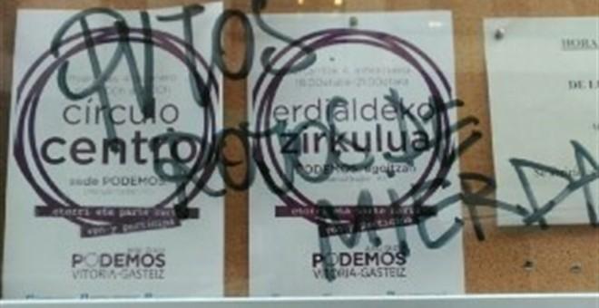 Atacan la sede de Podemos en Vitoria con pintadas de 'terroristas' y 'rojos de mierda' / EUROPA PRESS