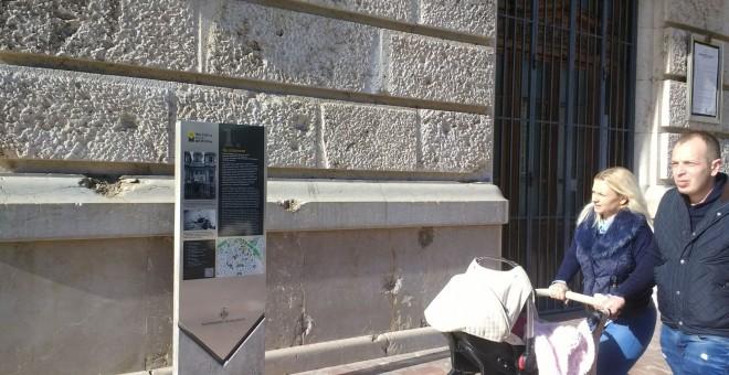 A l'Ajuntament de València també hi ha una placa de la ruta memorialística. LAURA L. DAVID
