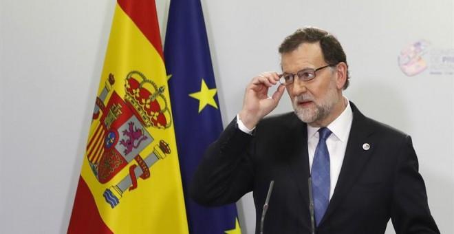 El presidente del Gobierno, Mariano Rajoy, durante la rueda de prensa ofrecida al término de la VI Conferencia de Presidentes Autonómicos celebrada hoy en el Salón de Pasos Perdidos del Senado. EFE/Javier Lizon
