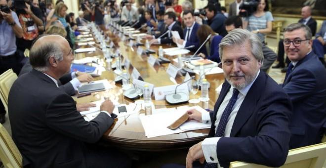 Fernández de Vigo en una reunión con los consejeros de educación autonómicos /EFE