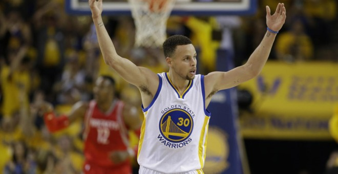 Stephen Curry, estrella de l'NBA, podria trencar el seu contracte amb Under Armour. / AP