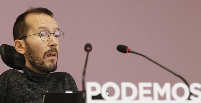 El secretario de Organización de Podemos, Pablo Echenique, durante la rueda de prensa que ha ofrecido tras la reunión del Consejo de Coordinación de Podemos. EFE/Víctor Lerena