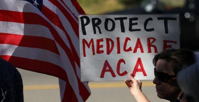 Manifestación contra la derogación del Obamacare hace unos días en California. REUTERS/Mike Blake