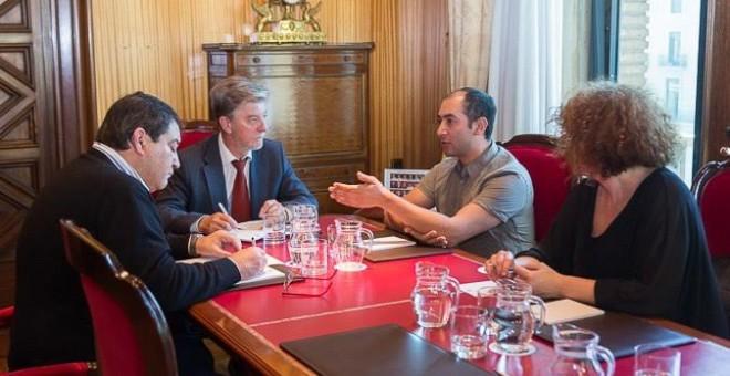Imagen de la reunión entre el ayuntamiento de Zaragoza y colectivos