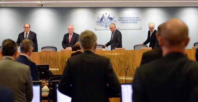 Representantes de la comisión que investiga los abusos, antes de la rueda de prensa. REUTERS